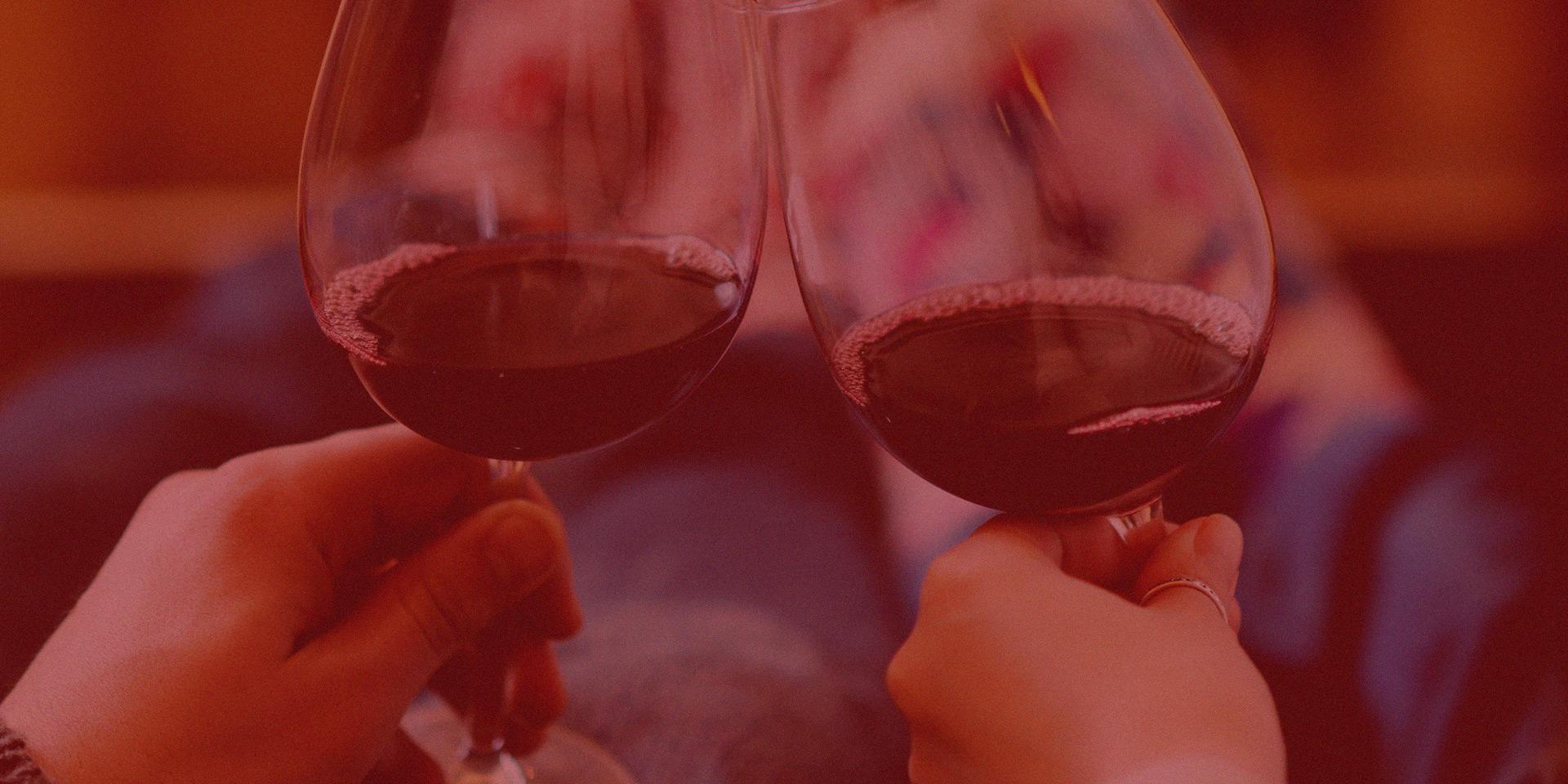 Brindis copas de vino